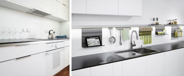 Une cuisine industrielle aux façades blanches et accessoires inox