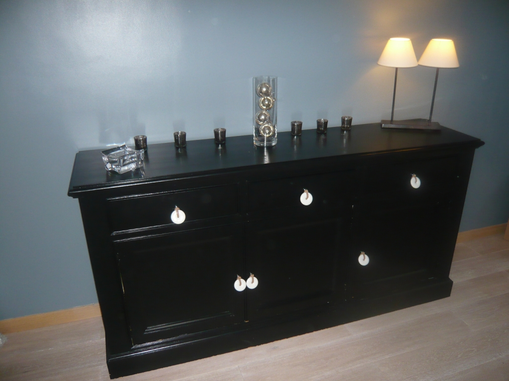 comment peindre un meuble ancien en noir. Black Bedroom Furniture Sets. Home Design Ideas